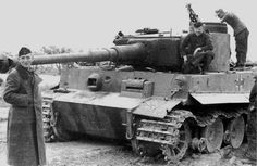 Early Tiger I w/early coupula & 90° hatch, unreinforced mantlet, dual headlamps, lamp on hull MG side is missing. Milled roadwheels. There is a shell impact between hull MG and driver's visor.