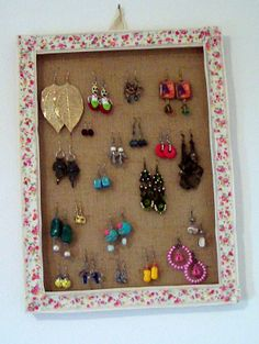 Hello my FANTASTICS this i s a new crafting video: how to make an Earrings Holder Frame! Recycling an old frame you can create an earrings holder to hang on . Diy Earring Holder, Old Frames, Diy Frame, Organising, Diy Earrings, Craft Tutorials, Home Projects, Super Easy, Easy Crafts
