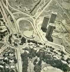 Rotonda Kennedy con Vespucio desde el aire, en 1975 1975, Old Pictures, City Photo, Retro, Celebrities, Santiago, Vintage Photography, Old Photography, Old Photos