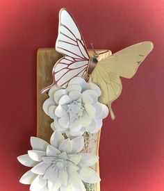 White flowers, butterfly & dragonfly nature 3d wall hanging on repurposed wood, hanging decoration, shabby chic wood, distressed finish…