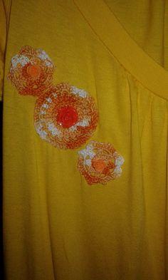 Maglia gialla con applicazioni  all'uncinetto di uncinettotuttomatto su Etsy