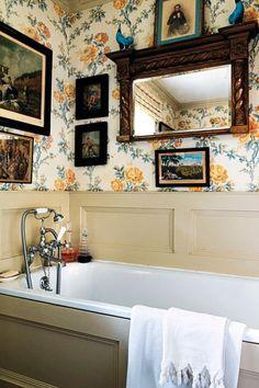 Emma Burns bath with Rameau Fleurie Colefax Fowler Wallpaper