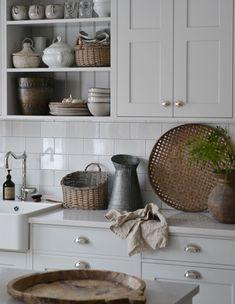 Ꮶnoгkan Scandinavian Cottage, Beautiful Kitchens, Cottage Style, Farmhouse Decor, Kitchen Cabinets, Home Decor, Restaining Kitchen Cabinets, Homemade Home Decor, Kitchen Base Cabinets