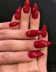 Nail art Christmas - the festive spirit on the nails. Over 70 creative ideas and tutorials - My Nails Red Sparkle Nails, Stiletto Nails Glitter, Red Acrylic Nails, Red Nails With Glitter, Red Chrome Nails, Glittery Nails, Gorgeous Nails, Pretty Nails, Crome Nails