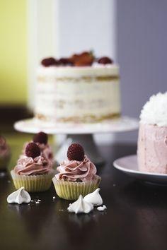 1 year blogging (Lemon, coconut, Raspberry Cake & White Chocolate & Strawberry Cake, Vanilla&Strawberry Cupcakes)   Migalha Doce