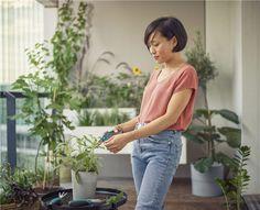 GARDENA - Εργαλεία για τον κήπο - GARDENA Women, Fashion, Moda, Fashion Styles, Fashion Illustrations, Woman
