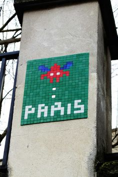 Paris 18 - place Suzanne valadon- street art - space invader