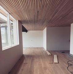 Eik på gulv og tak �� #urbanhus #boenflooring #kreativtømrerservice #funkis http://www.butimag.com/urbanhus/post/1460381498649552353_228849623/?code=BREUTxPjyXh