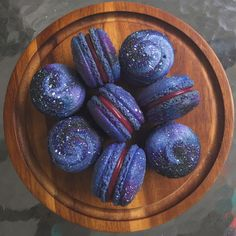 7 Galactic Treat Recipes That Will Blow Your Mind To Outer Space – Galaxy Art Just Desserts, Delicious Desserts, Dessert Recipes, Yummy Food, Macaroon Recipes, Macarons, Pink Macaroons, Macaron Cookies, Dessert Original