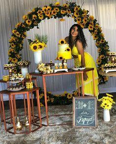 Sunflower Party Themes, Sunflower Birthday Parties, Sunflower Wedding Decorations, Sunflower Cakes, 18th Birthday Party, Girl Baby Shower Decorations, Birthday Party Decorations, Yellow Party Decorations, Sunflower Baby Showers