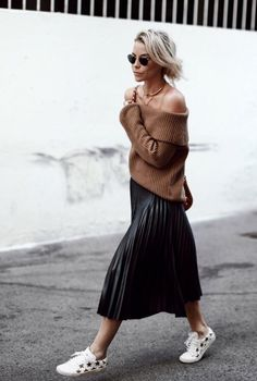 An off-the-shoulder sweater with a pleated skirt and sneakers. Mode Outfits, Stylish Outfits, Fall Outfits, Fashion Outfits, Fashion Trends, Fashion Weeks, Midi Skirt Outfit, Pleated Midi Skirt, Skirt Outfits