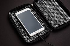 This case keeps you safe from exploding smartphones. Please dont use it with the Note Galaxy Note 7, Latest Mobile, Clothes Horse, Smartphone, Geek Stuff, Notes, Technology, Twitter, Geek Things