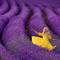 Imagine dancing in this field of lavender. Vibrant bliss with @zhanna_bianca's talent!