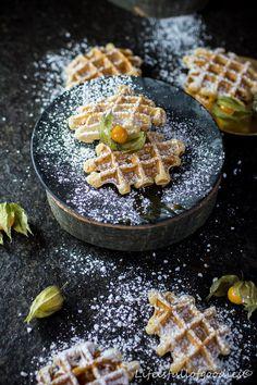 Belgische Waffeln - die besten! - Life Is Full Of Goodies Dessert, Waffles, Bakery, Breakfast, Food, Pancake, Belgian Waffles, Waffle Iron, Cake Ideas