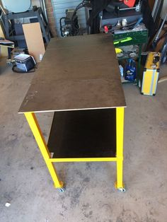 Welding Table: This is my Diy Welding inches long 20 inches Wide 29 inches tall. Vintage Industrial Furniture, Industrial Table, Pipe Furniture, Furniture Design, Welding Table Diy, Welding Torch, Welding Cart, Design Jobs, Design Design