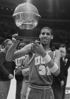 Reggie Miller in college I Love Basketball, College Basketball, Nba Players, Basketball Players, Reggie Miller, Basketball Photography, Ucla Bruins, Nba Wallpapers, Sports Celebrities