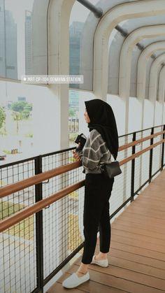 Modern Hijab Fashion, Street Hijab Fashion, Muslim Fashion, Ootd Fashion, Girl Fashion, Fashion Outfits, Casual Hijab Outfit, Ootd Hijab, Hijab Makeup
