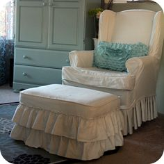 DIY Ruffled Ottoman Drop Cloth Slipcover - Great Idea for slip covering a chair and an ottoman that doesn't match! Diy Ottoman, Armchair Slipcover, Dining Chair Slipcovers, Chair And Ottoman, Wingback Chair, White Armchair, Sofa Sofa, Ottoman Cover, Round Ottoman