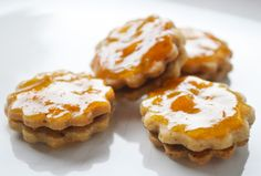 Hier ein rasches und einfaches #Rezept, um Ihre Kuchen zu verfeinern. Die leckere #Fruchtglasur sieht toll aus und schmeckt.