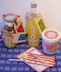 Limonaden-Sirup, Tomaten-Oliven-Brot, S'Mores in a jar und Essig-Melone.