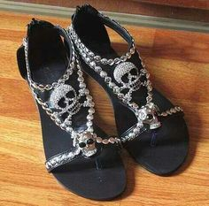 4 colors chic skull flat sandals with rhinestone decorated ladies fashion sandals Estilo Rock, Skull Fashion, Gothic Fashion, Punk Fashion, Lolita Fashion, Ladies Fashion, Maquillage Phosphorescent, Cute Shoes, Me Too Shoes