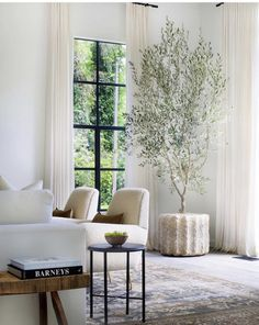 Looking for some modern living room design ideas? Check out what's in and what's out when it comes to design and living room decor. Decor Room, Living Room Decor, Living Room Designs, Living Spaces, Dog Spaces, Living Rooms, My New Room, Home Interior, Interiores Design