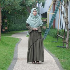 Hijab Fashion Inspiration, Style Inspiration, Casual Hijab Outfit, Hijabs, Muslim Fashion, Fashion Dresses, Ootd, Inspired, Womens Fashion