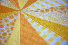 Tutorial: Sunburst Picnic Blanket – you and mie Fabric Crafts, Sewing Crafts, Sewing Projects, Fabric Art, Diy Projects, Picnic Quilt, Picnic Blanket, Picnic Mat, Quilting Tips