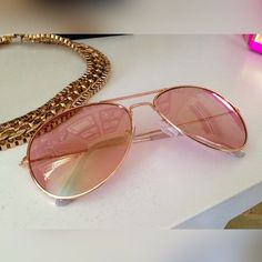 Pink sunnies. The perfect addition to any springtime look!   cc: @lo.savvstyle