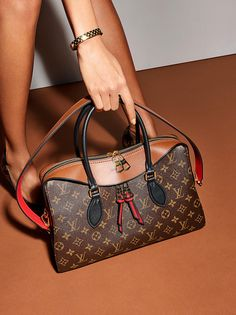 2018 New Louis Vuitton Handbags Collection for Women Fashion Bags Must have it Fashion Handbags, Purses And Handbags, Fashion Bags, Leather Handbags, Big Purses, Fashion Purses, Fashion Trends, Fashion 2018, Tote Handbags