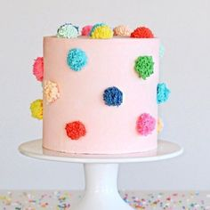 Discovered this perfect pom pom cake by on Pretty Cakes, Cute Cakes, Beautiful Cakes, Amazing Cakes, Wilton Cake Decorating, Cookie Decorating, Simple Cake Decorating, Cake Decorating Designs, Cake Cookies
