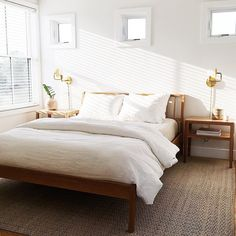 Jute rugs and linen bedding go together like peanut butter and jelly. Minimalist mid-century bedroom with golden wall sconces. Modern Bedroom, Home Bedroom, Bedroom Interior, Bedroom Design, Luxurious Bedrooms, Beautiful Houses Interior, Bedroom Decor, Home Decor, House Interior