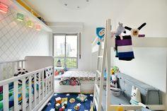 Montar um #quarto de #criança é sempre divertido e a nossa dica de hoje é para os #meninos, seja qual for a idade de seu filho vamos oferecer várias #ideias bacanas para deixar o espaço com um visual bonito e prático. Foto: Sidney Doll Produção: Mix Conteúdo para @mimootoysndolls Roupa de Cama: @amomooui #quartodemenino  Projeto: @uebaa_design #quartodecriança #quartoinfantil #decorinfantil #decorkids #decoraçãoinfantil