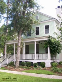 The Foxmeadow Plan by Allison Ramsey Architects built at Coosaw Point in Beaufort, South Carolina. This plan is 1724 Heated Square Feet, 3 Bedrooms & 2 1/2 Bathrooms. Carolina Inspirations Book I, Page 79, C0011.