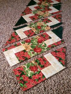 Easy Christmas Table Runner Pattern | The Recipe Bunny: Christmas Table Runner and Tutorial