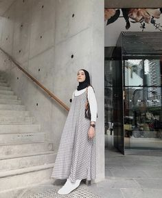 Modest Fashion Hijab, Modern Hijab Fashion, Street Hijab Fashion, Hijab Fashion Inspiration, Islamic Fashion, Abaya Fashion, Muslim Fashion, 80s Fashion, Fashion Outfits