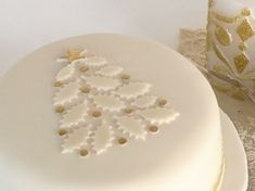 Looking for cake decorating project inspiration? Check out Christmas Cake by member Janice. Christmas Cake Designs, Christmas Cake Decorations, Christmas Cupcakes, Christmas Sweets, Christmas Cooking, Holiday Cakes, Christmas Goodies, Simple Christmas, White Christmas