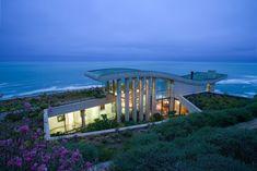 House by the sea.  Contemplative Sea Retreat in Chile by Raimundo Anguita.
