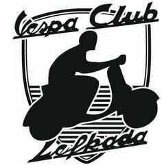 #VespaClubVolos #logo Ακόμα ένα παράξενο σήμα, διότι αντί να είναι στρόγγυλο, είναι μακρόστενο με μύτη στην απόληξη του. Τέτοια σήματα, υπάρχουν κατά κόρον στα ξένα Vespa Clubs, αλλά για τα Ελληνικά δεδομένα, είναι προτοτυπία! Υπάρχει ακόμα ένα Vespa club στην Ελλάδα, με παρόμοιο σήμα, πρόκειται για το Vespa Club Heraklio.