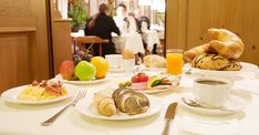 Salzburg, Hotels, Das Hotel, Restaurant, Table Settings, Place Settings, Restaurants, Dining Room