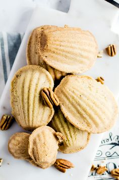 Brown butter pecan madeleines are the epitome of rich and indulgent nutty flavor. It is the perfect balance of flavor, and crunch in one little bite. Do NOT add baking powder. Best Dessert Recipes, Delicious Desserts, Snack Recipes, Yummy Food, Butter Pecan, Brown Butter, Tea Cakes, Oreo Dessert, Cupcakes