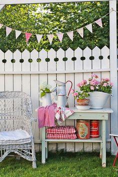 Vibeke Design: Gjenbruksglede I Hagen Fence Design, Garden Design, Landscape Design, Vibeke Design, Vintage Garden Decor, Rustic Garden Decor, Vintage Gardening, Garden Decorations, Backyard Fences