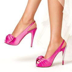Why white wedding shoes?? Let's have some pink fun! // Zapatos de novia blancos? Dales un poco de alegría rosa!