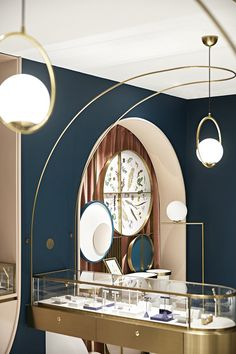 golden arch details adorn tianhua yizhu's grace generation fine jewelry store in shanghai Retail Interior Design, Showroom Design, Retail Store Design, Interior Design Services, Jewellery Shop Design, Jewellery Display, Glass Store, Industrial Shop, Store Fixtures