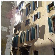 #venice #venezia #buildings #houses #windows #latergram #summer #lagoon #photoofday #italy Venice, Buildings, Houses, Italy, Windows, Abstract, Summer, Instagram, Homes