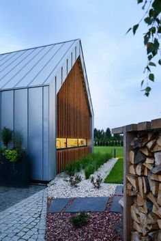 Two Barns House / RS+ Robert Skitek - Architecture Lab Barn House Design, Modern Barn House, Contemporary Cabin, Barndominium Floor Plans, Shed Homes, Steel House, Architecture, Facade, Construction