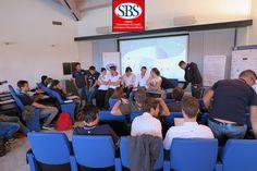 Gli studenti della #Xedizione durante una lezione di #teamworking con John Margiotta di #openjobmetis. #masterinsport