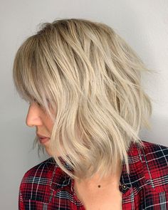 A textured bob with bangs will suit anyone with fine or thin hair. Add a dirty blonde shadow root for more dimension. Choppy Bob Hairstyles, Latest Hairstyles, Easy Hairstyles, Choppy Cut, Textured Bob, Bob With Bangs, Thin Hair, Cut And Style, Bob Cut