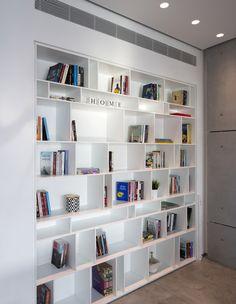 גיא עזריאלי, ספרייה