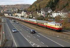 Net Photo: 1309 Untitled DB Class 110 at Linz(Rhein), Germany by Martin Morkowsky Railroad History, S Bahn, Corporate Identity Design, Old Trains, Train Pictures, Rolling Stock, U.s. States, Wedding Humor, Model Trains